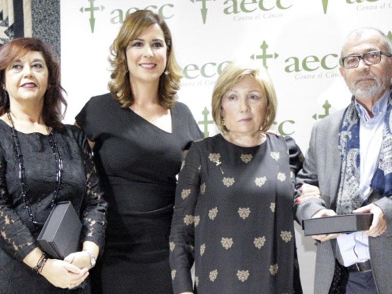 La AECC premia a la Consejería de Presidencia en su cena benéfica